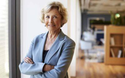 portrait of smiling senior businesswoman in KEHVBZY scaled 400x250 - Krankenversicherung-Berufsunfähigkeitsversicherung-Leipzig-Sachsen